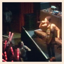 She's a bitch! #dumbfoundead #verizon #apahm #apahmtour #DC #blurry #-__- #crappyphonecamera (Taken with instagram)