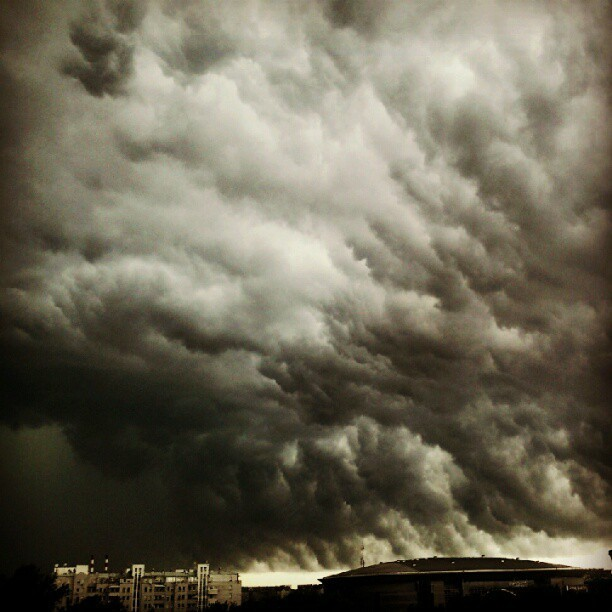 Olujni oblaci #storm #clouds #horison #instagram #android (Taken with instagram)
