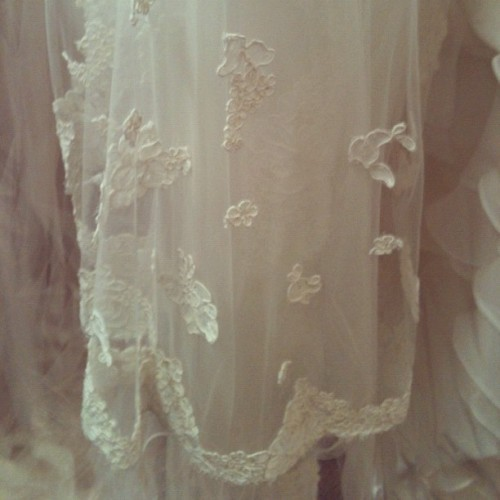 Just stumbled upon this delicate veil detail. Will/Did you wear one? (Taken with instagram)