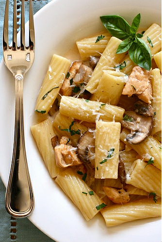 This looks like a decent knockoff of the Maggiano's Rigatoni D I am obsessed with…my only bone to pick is the cubed chicken. Nope. It should be roasted, but since I will not be roasting a whole bird, the texture of pulled chicken breasts from the slow cooker will do nicely.  [via.]