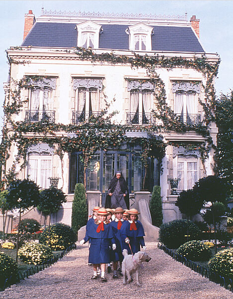 ohtammi:  agirlnamedally:  In an old house in Paris that was covered in vines, lived 12 little girls in two straight lines.  In two straight lines they broke their bread and brushed their teeth and went to bed. They smiled at the good and frowned at the bad and sometimes they were very sad. They left the house at half past nine in two straight lines in rain or shine — the smallest one was Madeline.