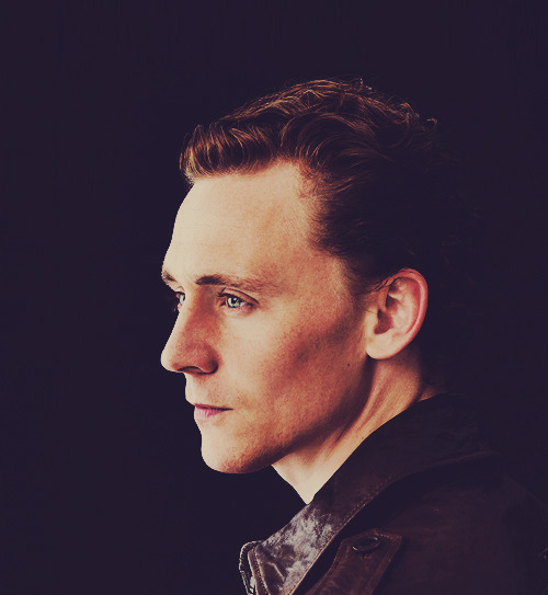 4/100 Pictures of Tom Hiddleston