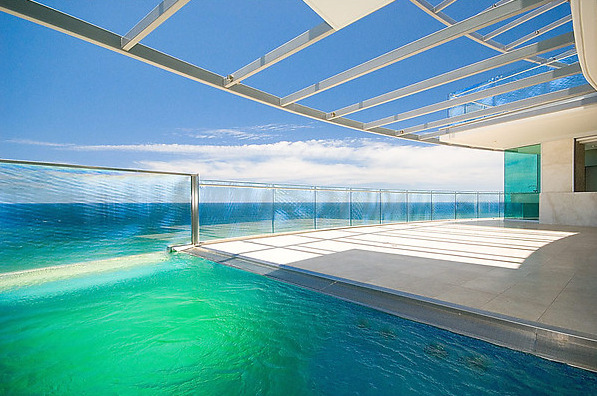 "aros:  ""JADE"" PENTHOUSE- ABSOLUTE BEACHFRONT"