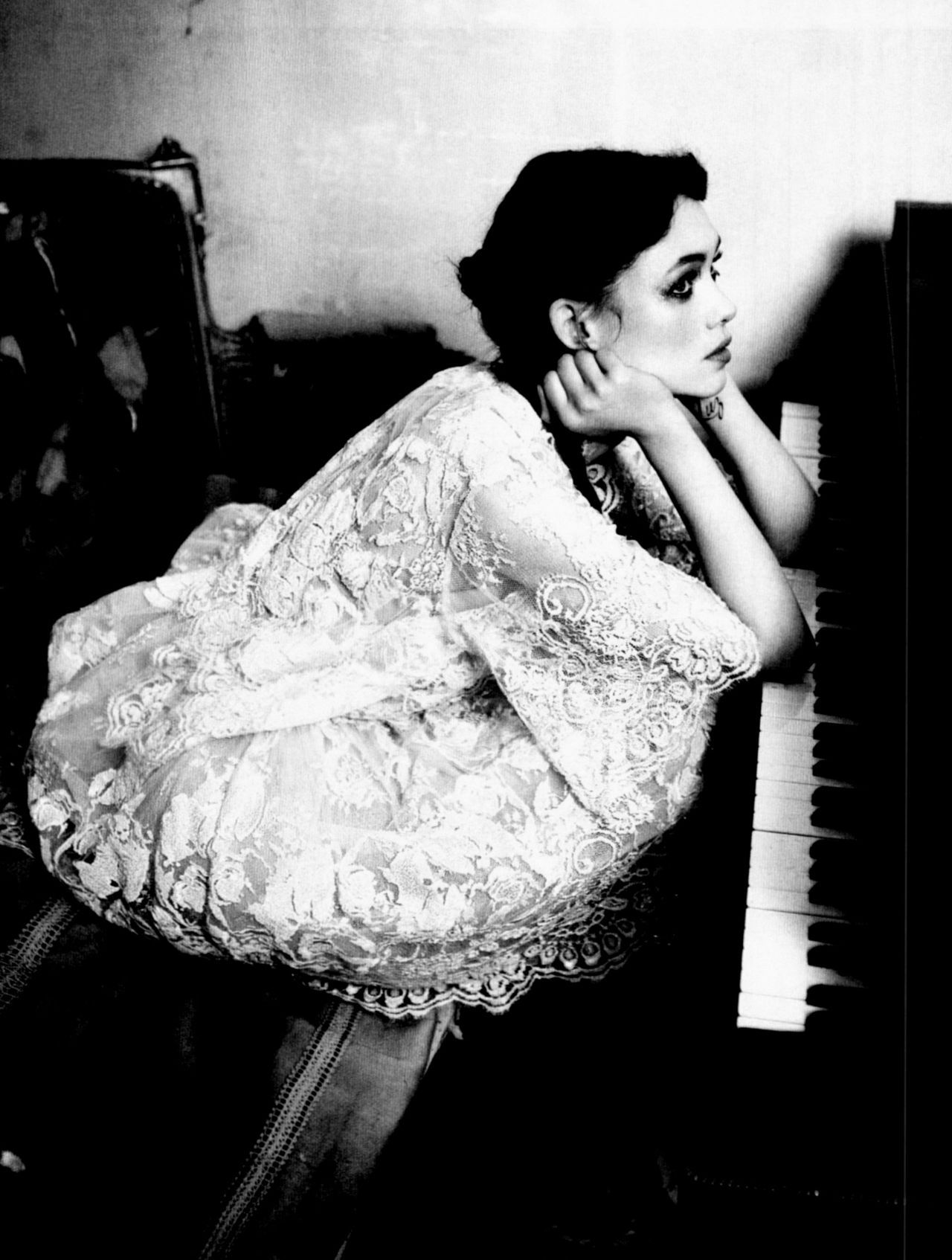 moldavia:  Àstrid Bergès-Frisbey in Vogue Italia March 2012 by Ellen von Unwerth