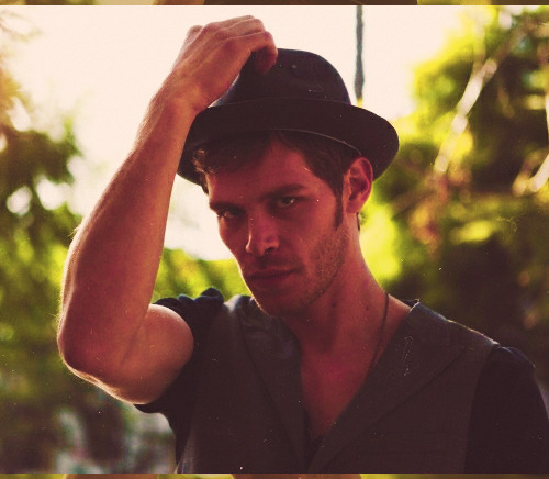 02/50 photo's of Joseph Morgan