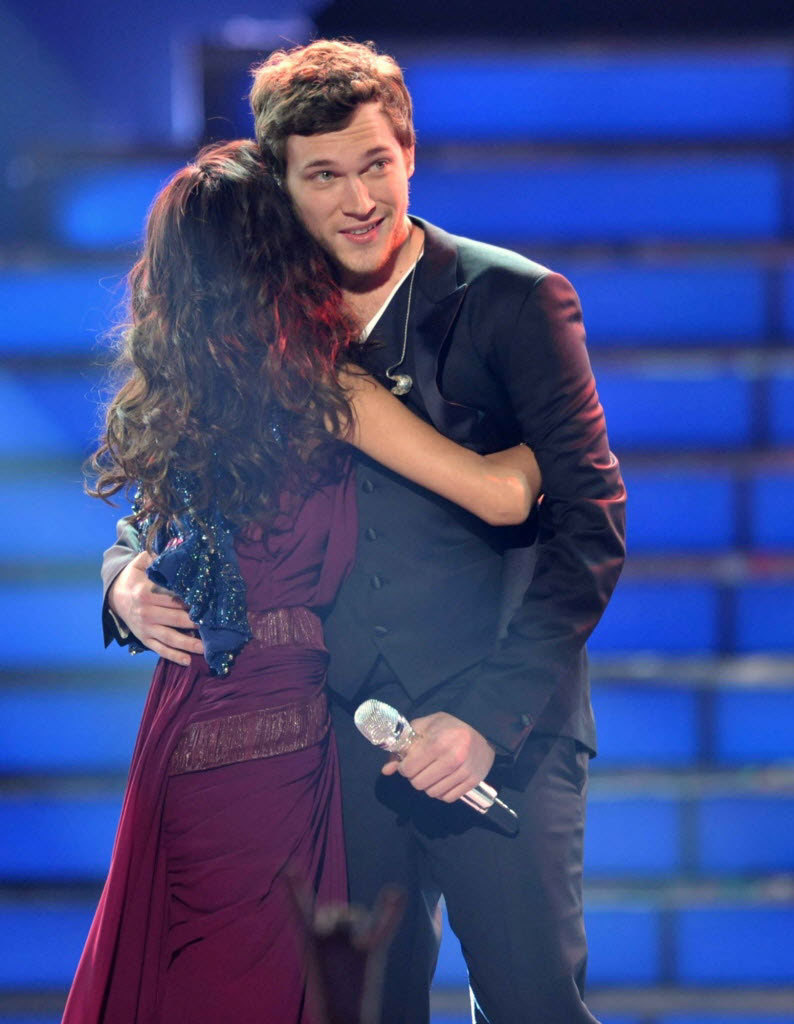 nparts:  Phil Phillips wins American Idol! Phillips beat out pint-sized singer Jessica Sanchez to be crowned the winner of American Idol 2012. Read our recap to find out how it all shook down!