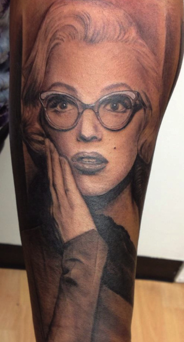 fuckyeahtattoos:  Marilyn Monroe portrait by Chris Carter at Low Tide Tattoos in Jessup, MD!  excellent portrait tattoo.