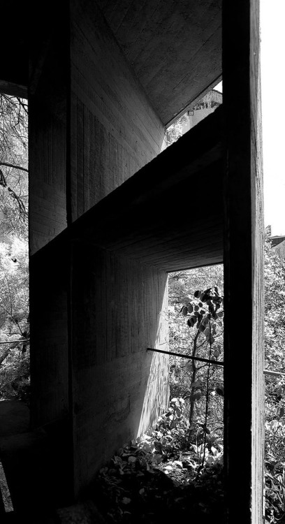 subtilitas:  Facade detail of Le Corbusier's Palais des Filateurs, Ahmedabad 1951. Via.