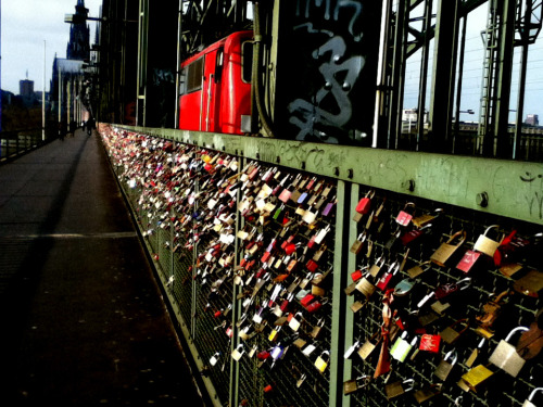 love that binds. locks of love hohezollern bridge köln germany