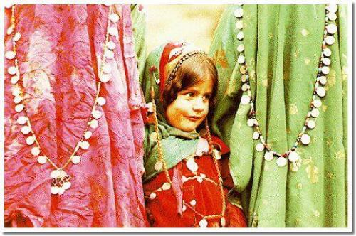 roozayekhoob:  A little girl from the Quasghai Tribe of Fars Province of Southern Iran in her native folklore dress. source
