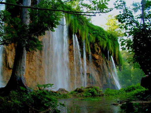 visitheworld:  Düden şelalesi waterfalls near Antalya, Turkey (by recepmemik).