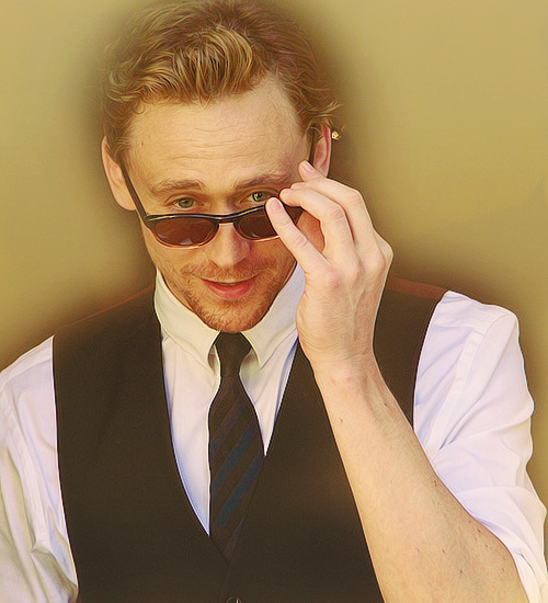 48/50 Pictures of Tom Hiddleston (♔)