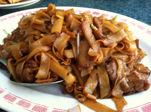 nomslurpchomp:  Beef chow fun from Mandarin Dish in Westchester.  Hella craving this right meow!