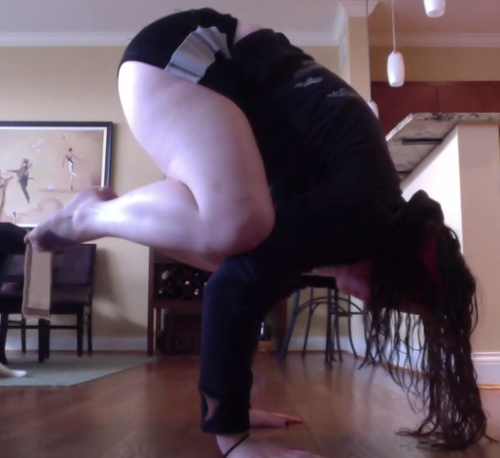 missalicia:  WHAAT?You don't have to be skinny to do yoga. ;D