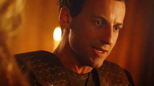 fuckyeahspartacus:  1.01 | the red serpent  He looks so young.