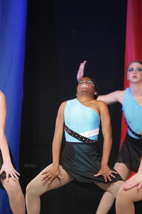 lulz-time:  this dancer at my schoolbless her heartshe gets so into the routine   oh my god   Follow this blog, you will love it on your dashboard