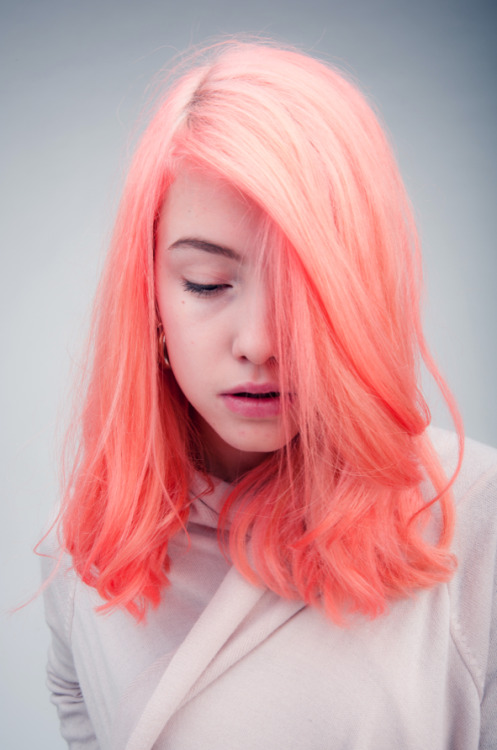 creamcola:  creamofunicorn:  Awesome color !  woah