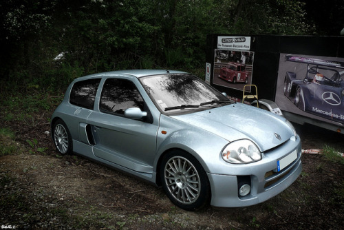 sic56:  Clio V6 by Nico_bzh29 on Flickr.