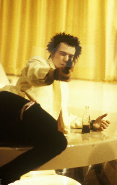 "celluloidshadows:  Sid Vicious of the Sex Pistols on the set of the 1980 Julien Temple film ""The Great Rock N Roll Swindle"". Click the pic to watch his performance of ""My Way""."
