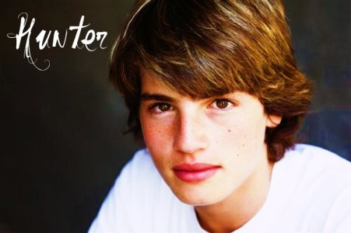 Gregg Sulkin as Hunter