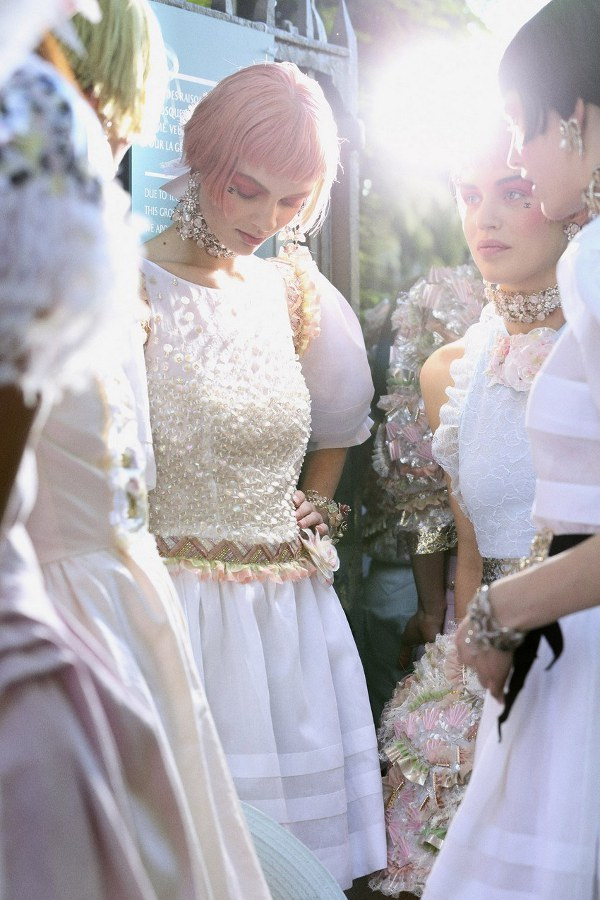 paperomance:  Backstage: Chanel Resort 2013. Photographed by Benoit Peverelli for Vogue UK.    Photo: © Vogue UK