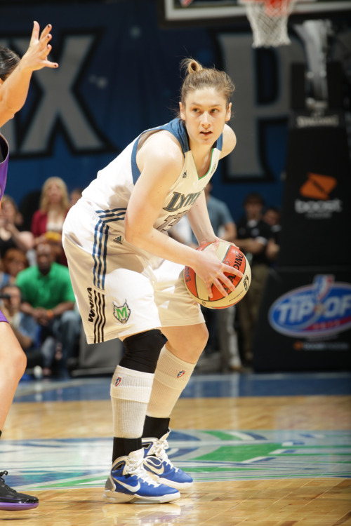 Lindsay Whalen sizes up her defender. (Photo by David Sherman)