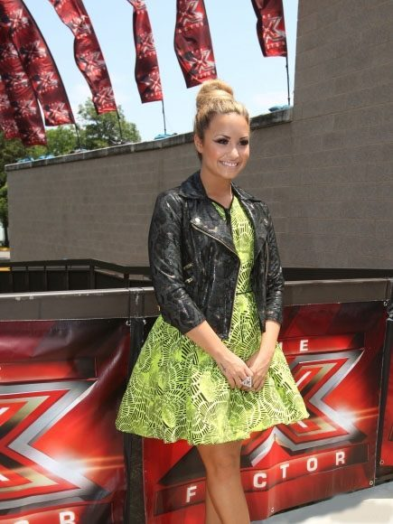 "Demi Lovato On "" The X Factor ""  . PRETTY GIRL"