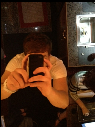 gossip-paul:  The 1D Tourbus has a mirror on the ceiling lol #confirmed by Joshy