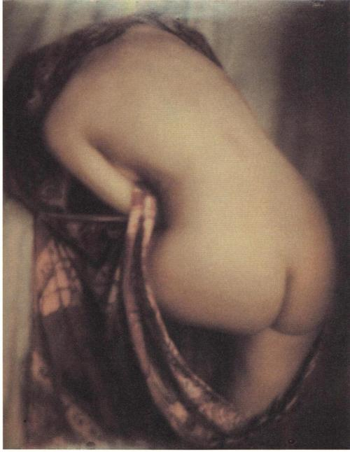 realityayslum:  Edward Steichen - Nude, c.1915. … from Edward Steichen: Lives in Photography, by Todd Brandow and William A. Ewing, Foundation for the Exhibition of Photography, and the Musee de l'Elysee, Lausanne, 2007.