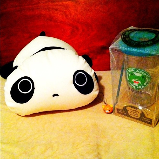 #late #birthday #gift from @eidoriendesu. So #cute. 😊 #present #panda #plushie #pedobear #phonecharm #tumblr #cup #instagram #di4monddust #happy (Taken with instagram)