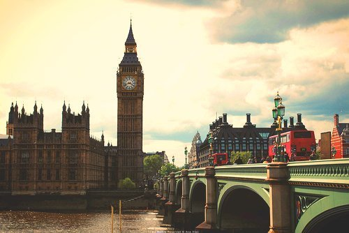 I just want to go to England so bad! I really love London! <3