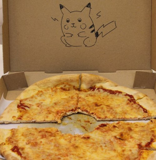 "The 10 CRAZIEST Pizza Box Drawing Requests Nowadays when you order a pizza online, most companies' websites offer an additional box for ""special instructions."" We wanted to test out just how wacky these Pizza pushers were willing to get in order to please a patron, so we ordered a bunch of pies with some ""requests"" of our own!"