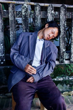 LAOS. Luang Prabang. Sleeping man. ⓒ Julie Mayfeng