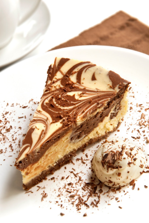 diet-killers:  Chocolate Cheesecake (by fatimasounder)