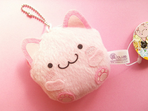 cream-swirl:  Kawaii Maruneko Club Mini Coin Purse Keychain Mascot Japan by Kawaii Japan on Flickr.