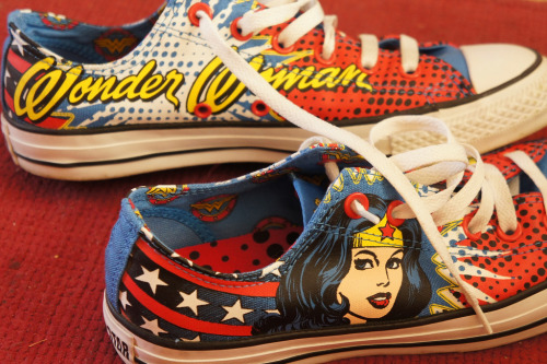 ronworkman:  Wonder Woman Converse All-Stars Image by Jan Hicks (via:herochan)  My aunt would love these!