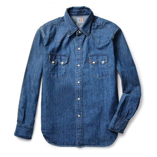 This classic denim shirt was originally designed in 1955 by LEVI'S VINTAGE CLOTHING. Doesn't get more authentic American than that…