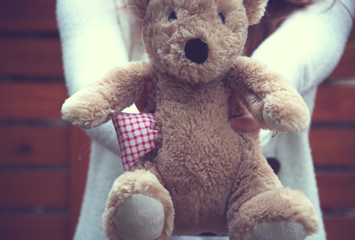 classymissmolassy:  Turn a teddy bear into a heat pad.  You could also use cherry pits (sold online) or other fillings as an alternative to rice. Like this because kids can't get burnt.
