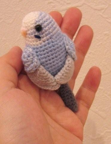 asiaraim:  parakeet amigurumi 「み」 . for my sister - happy birthday ^^;;