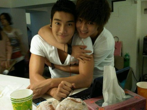 HUGS FROM YESUNG? I FEEL JEALOUS!
