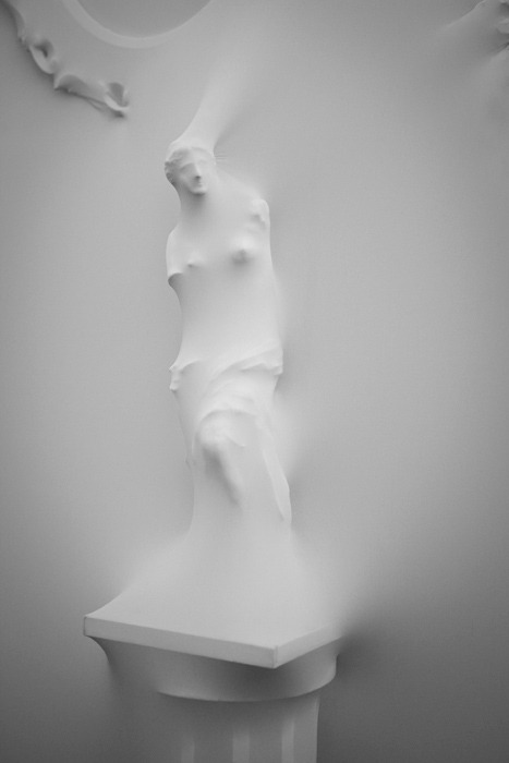 showslow:  Venus de Milo was photographed in Jean Paul Gaultier's studio. Installation by Studio Makkink & Bey.