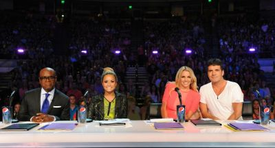 First view of The ‪X Factor‬ judges table. (via @TheXFactorUSA)