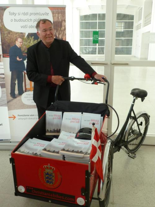 Jan Gehl at Veletržní palác with his new books in cargo bicycle during reSITE Festival.