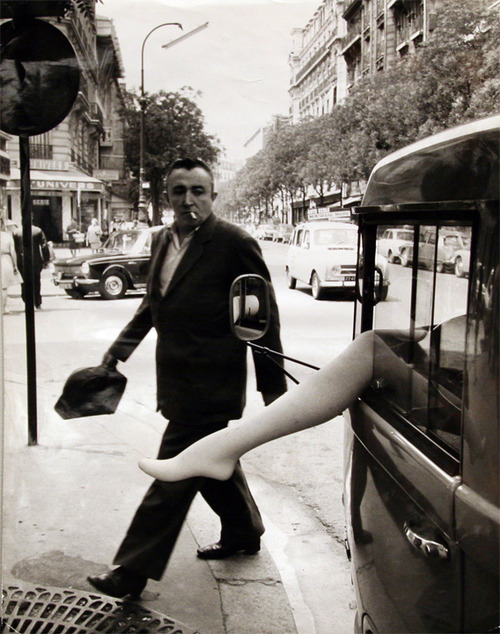 hollyhocksandtulips:  Photo by Robert Doisneau