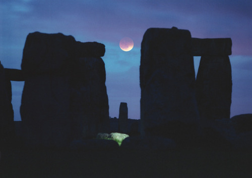 ikenbot:  Moon Between the Stones by Philip Perkins Despite clouds and rain showers astronomer Phillip Perkins managed to spot a reddened, eclipsed Moon between the stones of this well known monument to the Sun during May's total lunar eclipse, from Stonehenge, England.