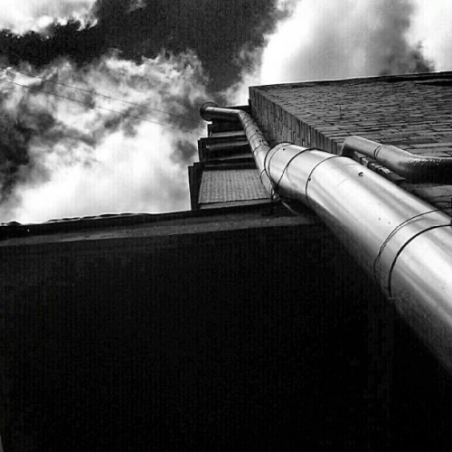 #building #brick #wall #sky #perspective #chimney #bnw #blackandwhite #bw #newspaper #instagram #instahub #instamood #instamania #instagood #ig  (Taken with instagram)