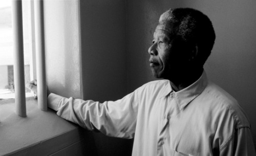 Nelson Mandela visits the Robben Island cell where he spent 19 years in prison in 1994. Ph: David Turnley