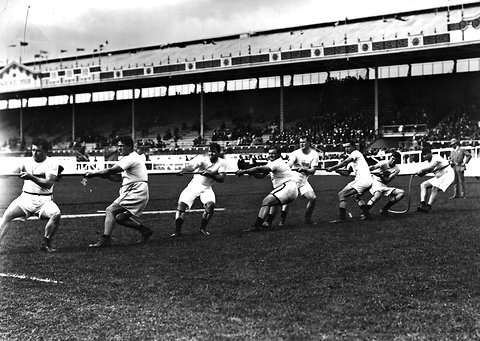 USA tug-of-war team in London 1908 Olympics
