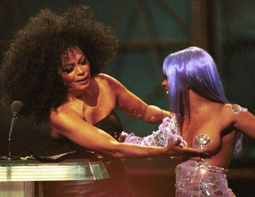 Why 1999 Was The Best Year Ever | BuzzFeed (For starters Diana Ross jiggled Lil Kim's boob.)