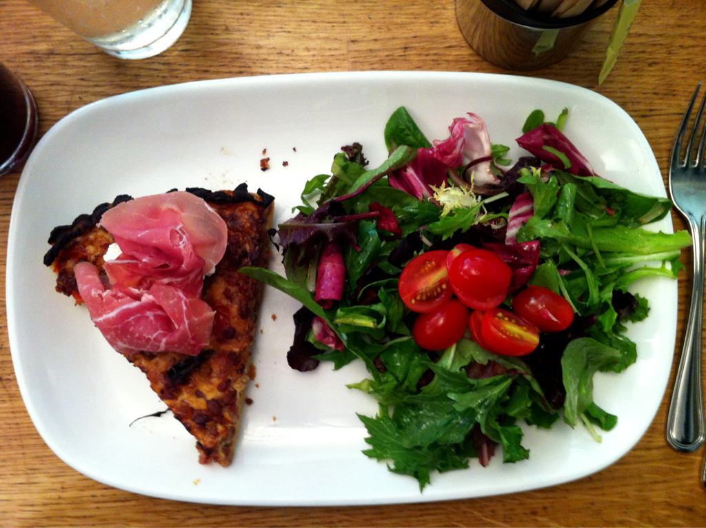 Pancetta tart with ricotta cheese. Side salad. Lun